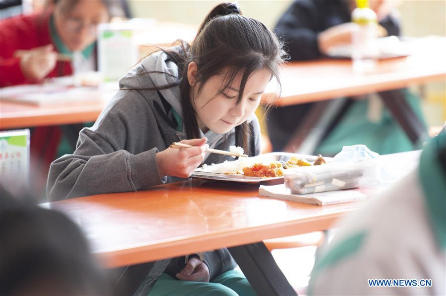 Graduating Students in Middle Schools and High Schools in Yi